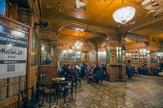 O lendário bar Marsella, no Raval, em Barcelona.